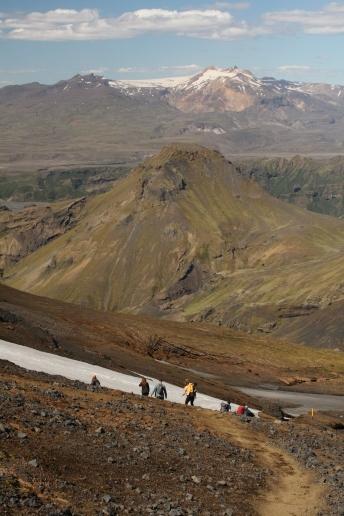 Hiking on Fimmvörðuháls (Alex Shuttleworth)
