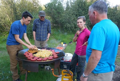 Beetroot burgers and fries at our Básar camp (Catherine Taelman)