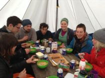 Meal time in the tent at Básar camp.